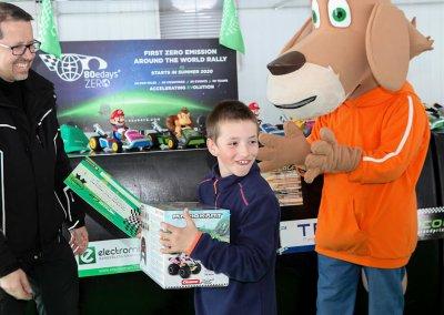 Guanyador cursa nens amb Rafa de Mestre (promotor EcoGP)